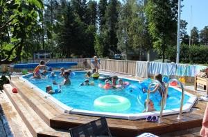 Sommar 2014 Poolhäng med vänner 1